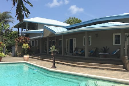 BEACHFRONT VILLA WITH POOL & BEACH ACCESS - Scarborough