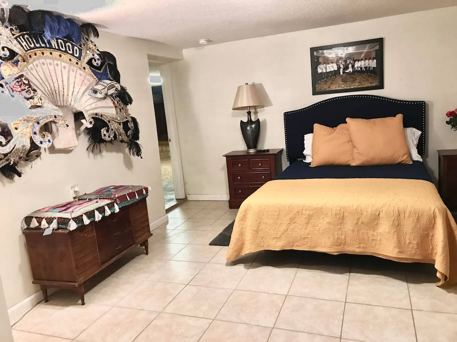 """The Hollywood Big Shot Room - Mardi Gras - Queen Size Bed, 32""""tv, closet, hangers, iron and ironing board."""