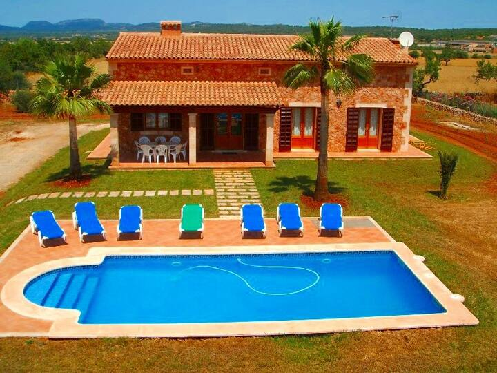 M4V2420 Villa mit Pool bei Campos; max. 8 Pers.
