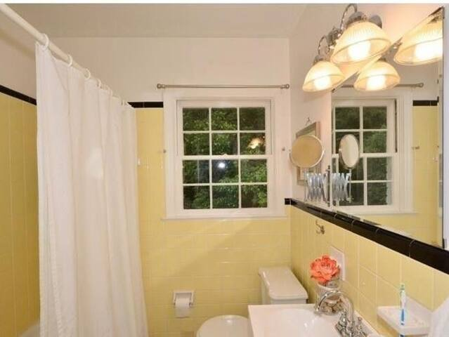 Budget Friendly near Downtown + Airport.