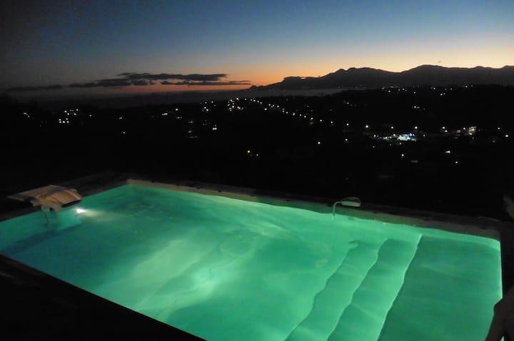 Villa piscine et vue mer