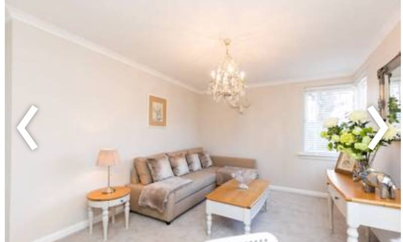 Immaculate City Centre Apartment with Free Parking