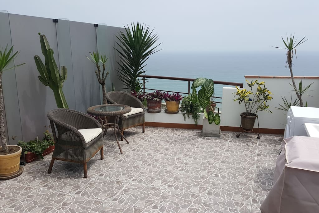 Large Terrace with seating and washer/dryer, faces ocean