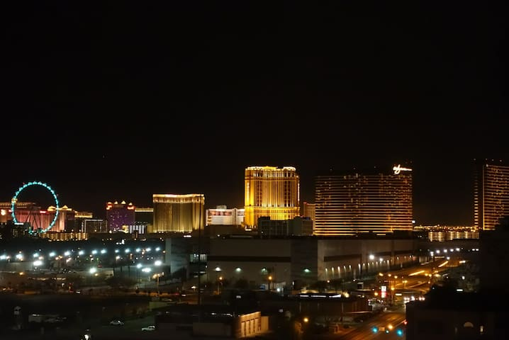 High rise one bedroom near Strip/Convention Center