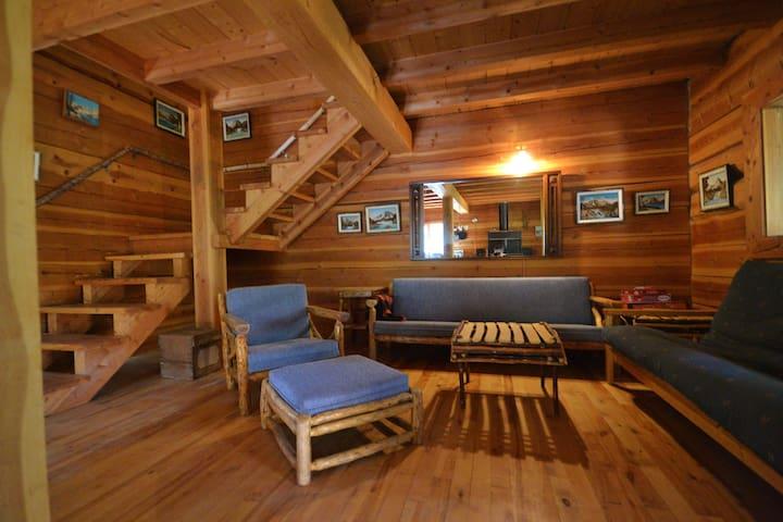 Violet Cabin ~ off grid cabin near Salmon Arm BC