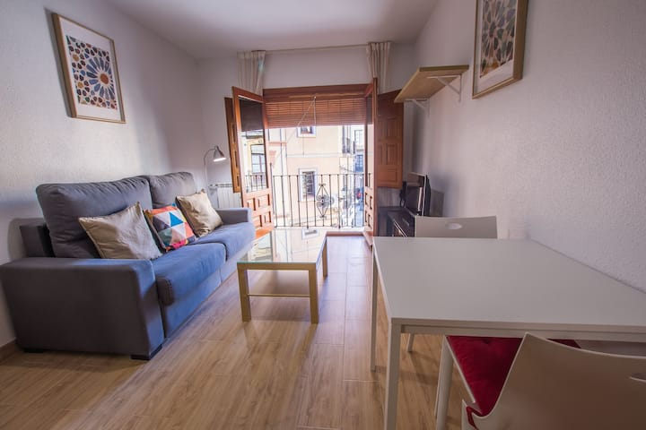 CENTRAL APARTMENT WITH WIFI, OPTIONAL PARKING