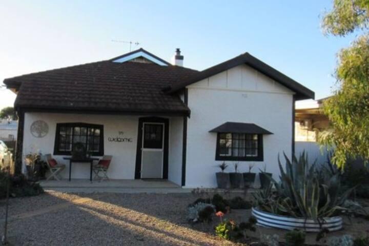 Railway Cottage - Peterborough