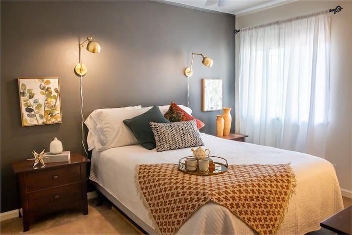 First Bedroom, Queen Bed