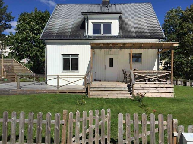Underbar pool villa i Dalsland