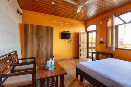 Sherpa Eco Resort Deluxe Room at Solan
