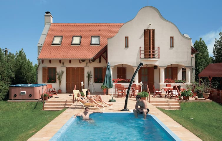 Holiday cottage with 5 bedrooms on 300 m² in Csongrád-Bokros
