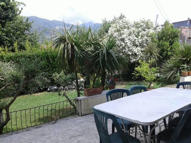 Stanza privata in casa con giardino