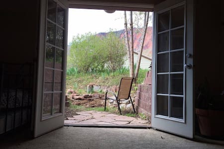 \/ PET FRIENDLY on quiet cul de sac - Glenwood Springs - Apartment