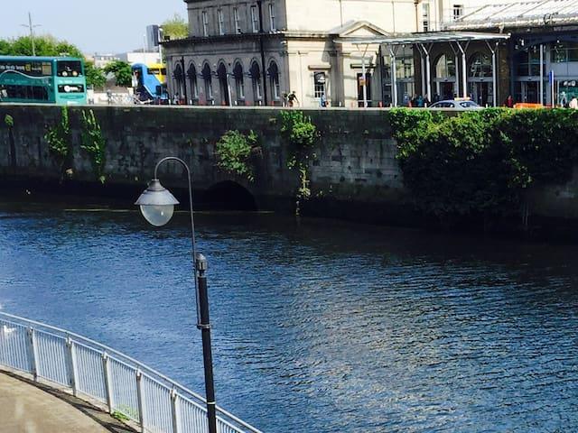 Waterfront Apartment City Centre -(Apt C) -Parking - Dublin - Apartamento
