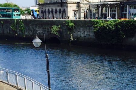 Waterfront Apartment City Centre -(Apt C) -Parking - Dublin - Byt