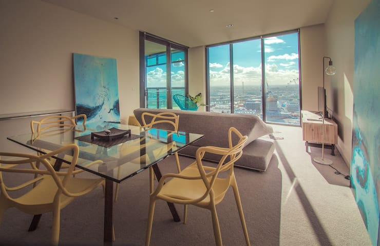 Sleeping by the Sea - Full Seaview Apartment - Docklands - Daire