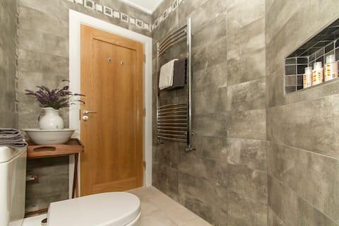 Westport 2 Bedrooms -  2/4 guests Private Entrance