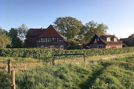 Landurlaub mit Garten und See zum Baden & Angeln