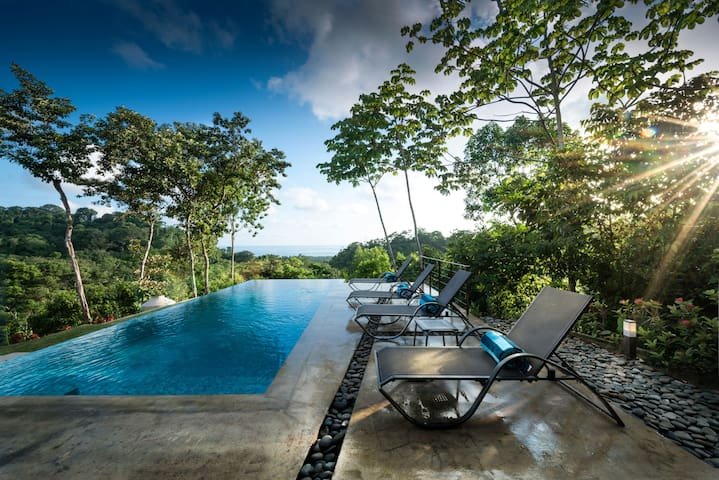 Astonishing Ocean and Mountains Views-Private Pool