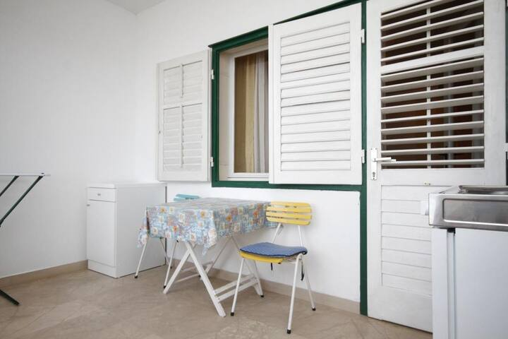 Studio flat near beach Brela (Makarska) (AS-6689-g)