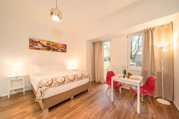 Charming and Cozy Studio with Balcony ⭐⭐⭐ (2 Adults)