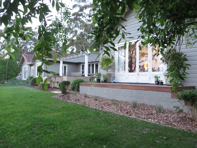 "NEW LISTING! ""MARTHAGUY"" Tranquil, luxury retreat - Bowral - Hus"