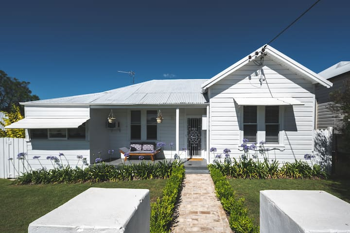 Hunter Valley, Cute In-Town Cottage