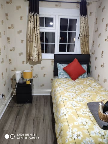 Cosy single room at very reasonable price.