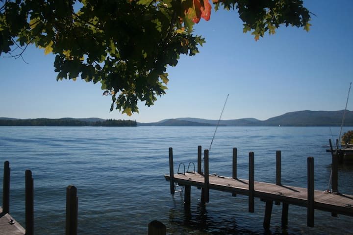 Charming Sunlit Cottage- Right on the Lake - Wolfeboro - Haus