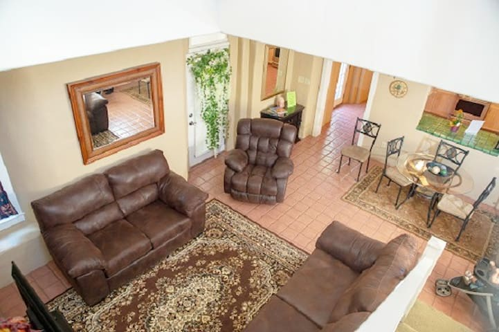 Best Location in Mesilla-3 BR, 3.5  Bath, Jacuzzi