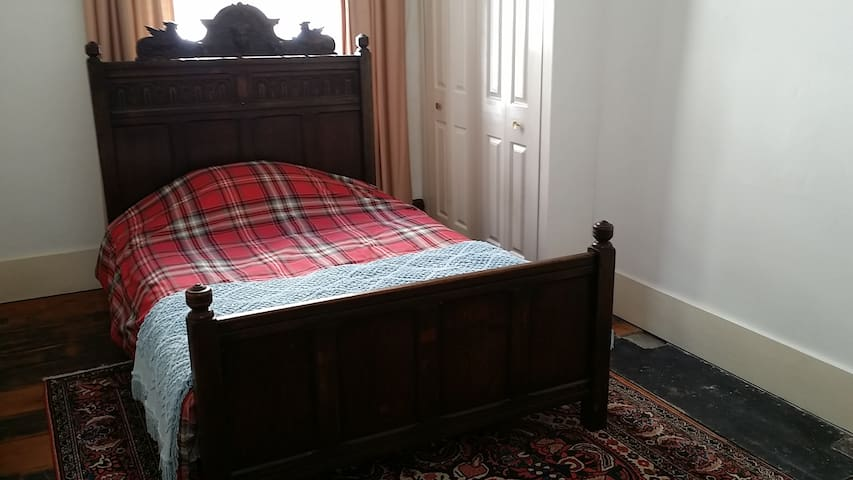 Double room in Grade 2 listed Townhouse Near Ferry - Dover