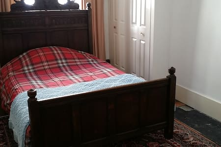 Double room in Grade 2 listed Townhouse. - Dover