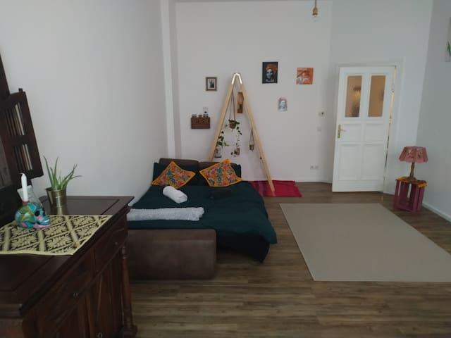 Kreuzberg- super central- cosy huge room