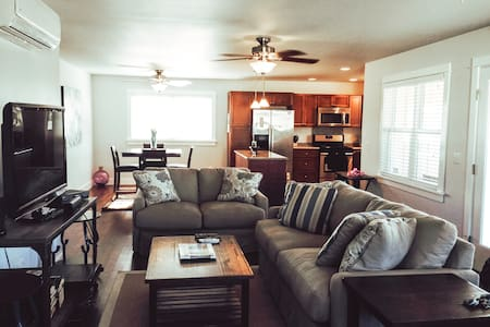 *Beautiful PMRF 2 BED/3 BATH A/C Home*