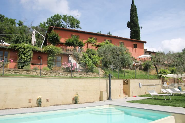 Tuscan farmhouse with private pool and views