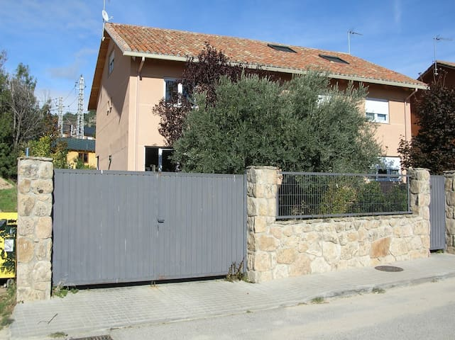 House in Sierra de Madrid - next to train station - Collado Mediano - House