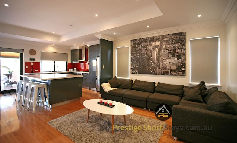 Prestige -Perfect for Group Travelling in Morley - Morley - House