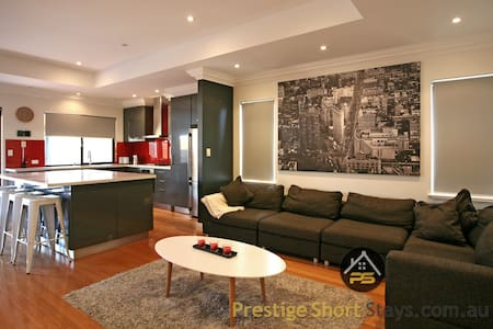 Prestige -Perfect for Group Travelling in Morley - Morley - 獨棟