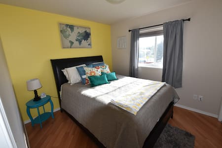 Private room and bathroom in townhome - Anchorage