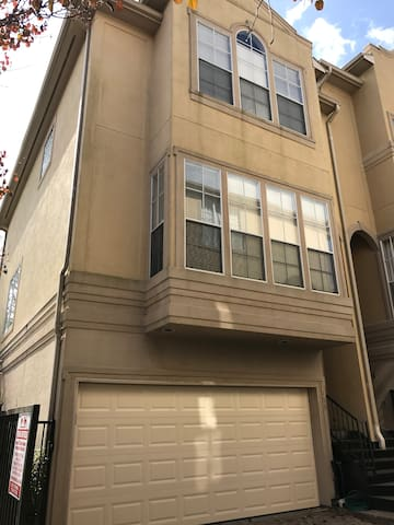Memorial Park Town Home Available for Superbowl!