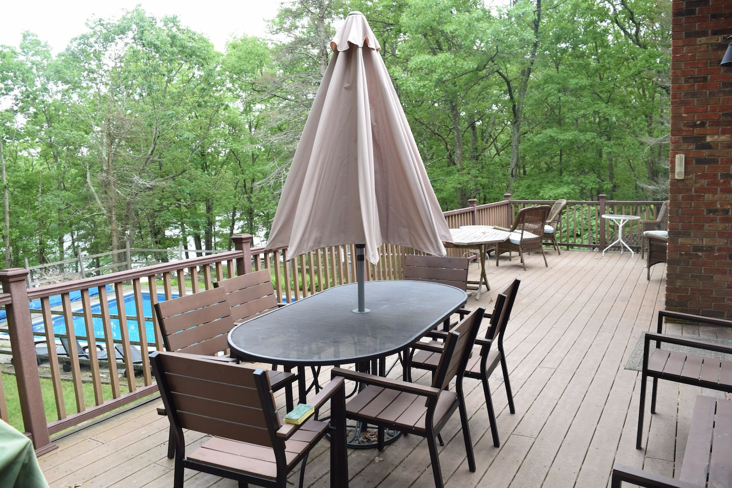 Large Deck, Private pool, lakefront