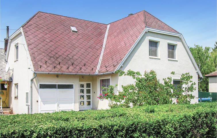 Holiday cottage with 4 bedrooms on 125m² in Balatongyörök