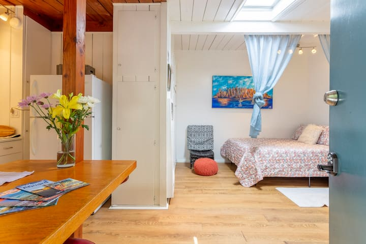 #2 OB Garden RETO COZY Cottage BLOCKS TO 🏖BEACH