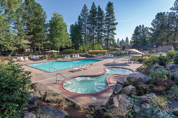 WorldMark Bend - Seventh Mountain Resort - One Bedroom Suite WVR