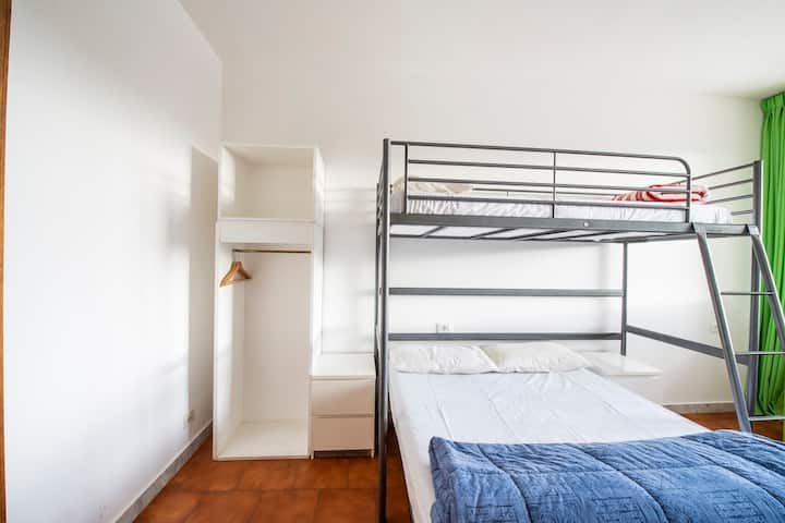 Triple Room with Ensuite Bathroom by Pisa station