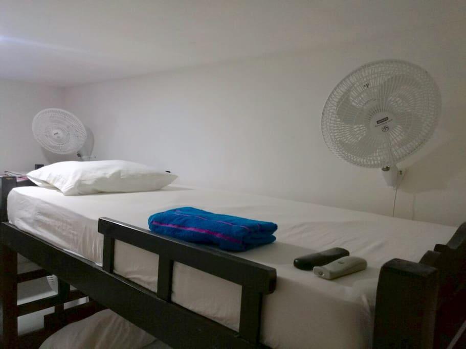 Hab con 4 camas, Aire Acondicionado Central y abanicos, TV y WI-FI