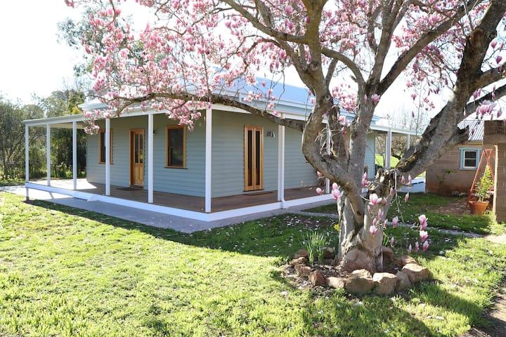 Tea Garden Creek Cottage