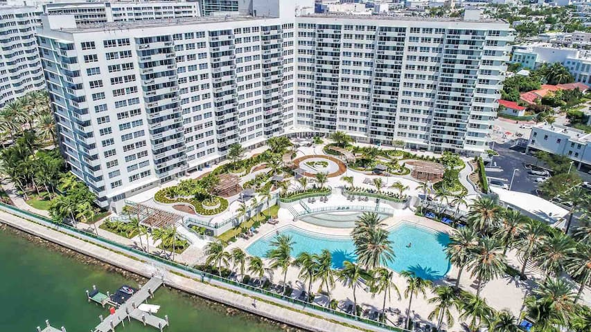 Large one bedroom condo south Beach