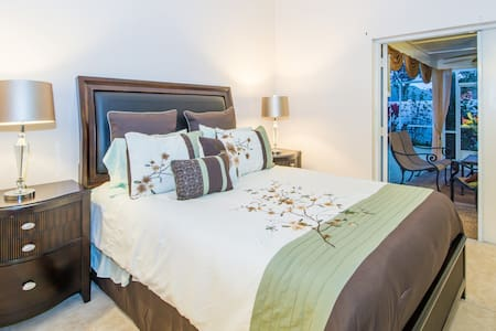 Master Suite W/Private Entrance & Pool - Oviedo