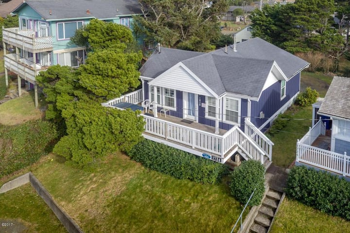 1 Block to Ocean/Dog Friendly Home/Private Hot Tub